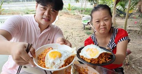 Phản ứng của chủ tịch Út Yêu khi ăn mì sữa(Pasta) của Hoon béo nấu 🇻🇳305