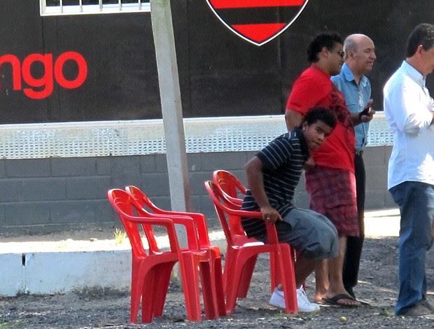 Diego, sobrinho de Ronaldinho, ao lado do pai Assis (Foto: janir Junior / globoesporte.com)