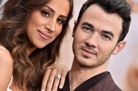 Danielle Jonas's Engagement Ring   Jonas Brothers Wives