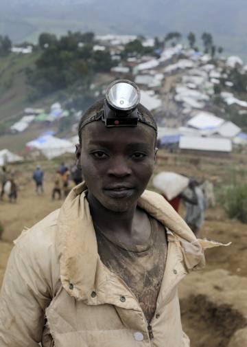 Un niño en las minas de Rubaya, RDC.