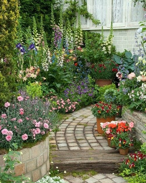 La belle jardin gorgeous garden path style estate for Making a small garden