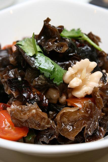 Walnut kernels with black fungus