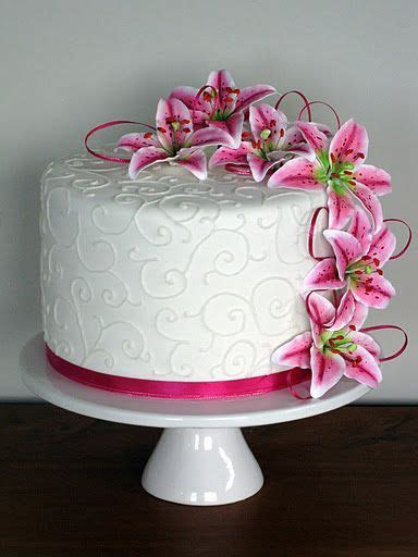 Stargazer Lily cake! With tiger lilies Mayhaps???   Future