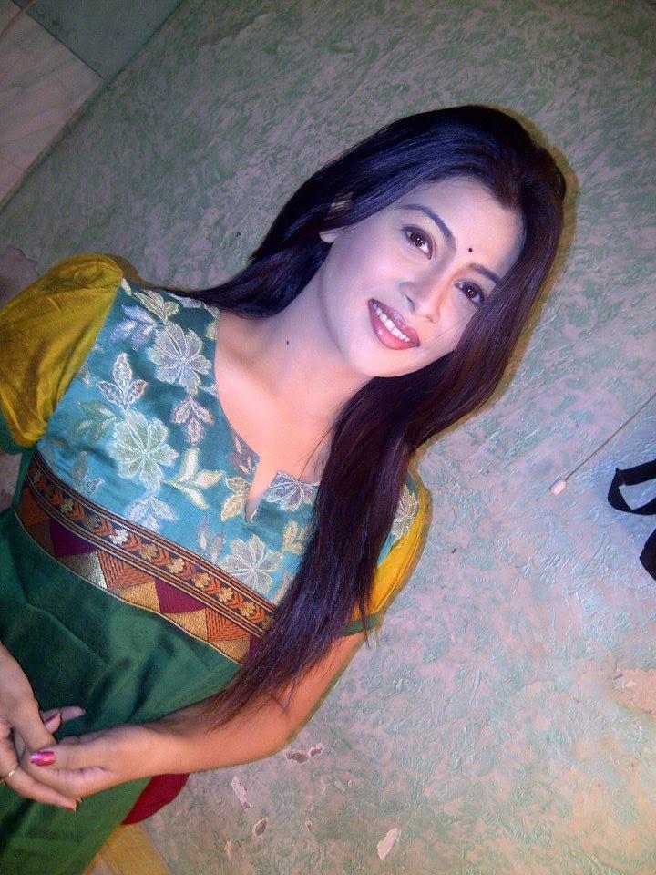 http://marathistars.com/wp-content/uploads/2013/02/Ruchita-Jadhav-marathi-Actress.jpg