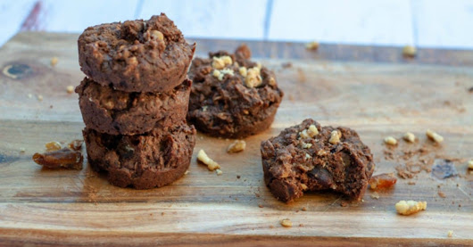 Naturally Sweetened Chocolate Date Slice Bites with Walnuts