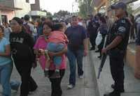 Profesores de la sección 22 del SNTE y militantes del PRI se disputaron el control de un jardín de niños y una primaria en el fraccionamiento El Retiro, en Oaxaca