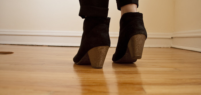 dash dot dotty, diy glitter heels, glitter paint on boots, black suede ankle boots, booooooots