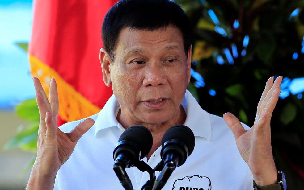 O presidente Filipino Rodrigo Duterte discursa durante inauguração de centro de reabilitação e tratamento de abuso de fdrogas em Fort Magsaysay, ao norte de Manilla, em 29 de novembro (Foto: Reuters/Romeo Ranoco)