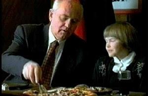 Как Горбачев пиццу рекламировал