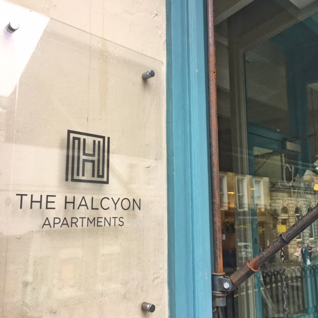 The Halcyon Apartments, Thermae Spa Bath