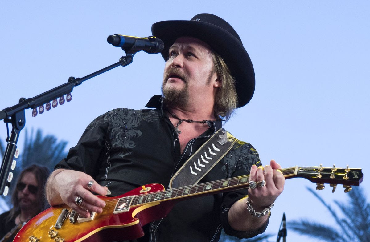 Travis Tritt performs at the 2017 Stagecoach Country Music Festival at the Empire Polo Club on April 30, 2017 in Indio, California.  / AFP PHOTO / Robyn Beck        (Photo credit should read ROBYN BECK/AFP/Getty Images)