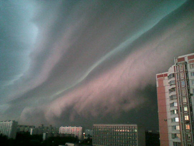 File:Shelf cloud over Moscow (5 June 2006 06.00 MSK).jpg