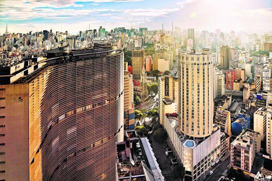 Edificio Copan (a la izquierda), realizado por el arquitecto Oscar Niemeyer en São Paulo.