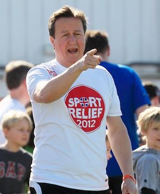El primer ministro británico, David Cameron, se ha visto envuelto en un  escándalo sobre un supuesto trato de favor hacia determinados donantes del pertido Conservador. Reuters