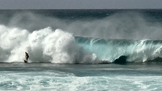 Christmas Day, Pipeline Wave Worship, Northshore, Hawaii - TalkingGrid
