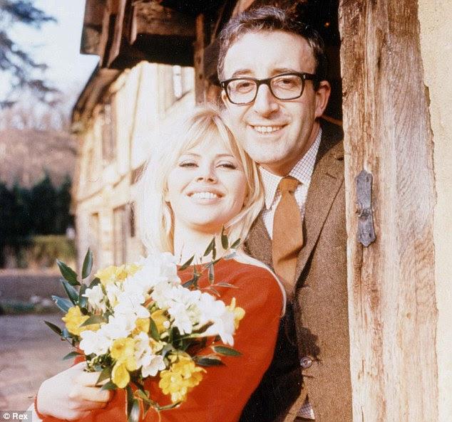 O negócio real: Lojas na foto com sua segunda esposa, atriz sueca Britt Ekland