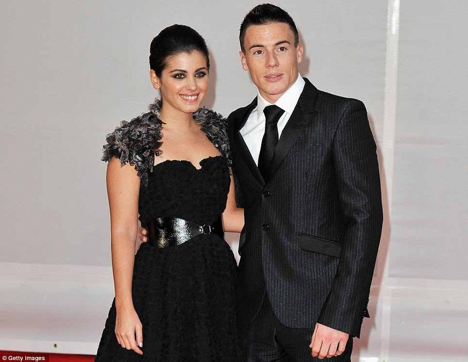 Loved up: Katie Melua trouxe seu novo noivo James Toseland para os Brit Awards esta noite na Arena O2