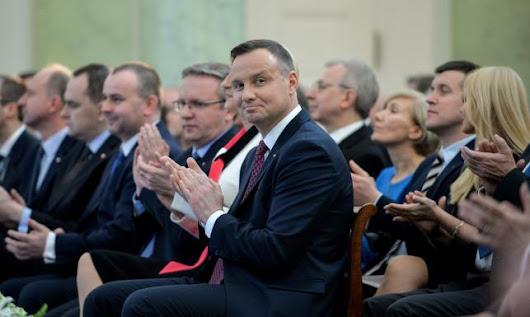 """""""A może rzeczywiście politycy, w tym Andrzej Duda i Beata Szydło, wstydu nie mają?"""""""