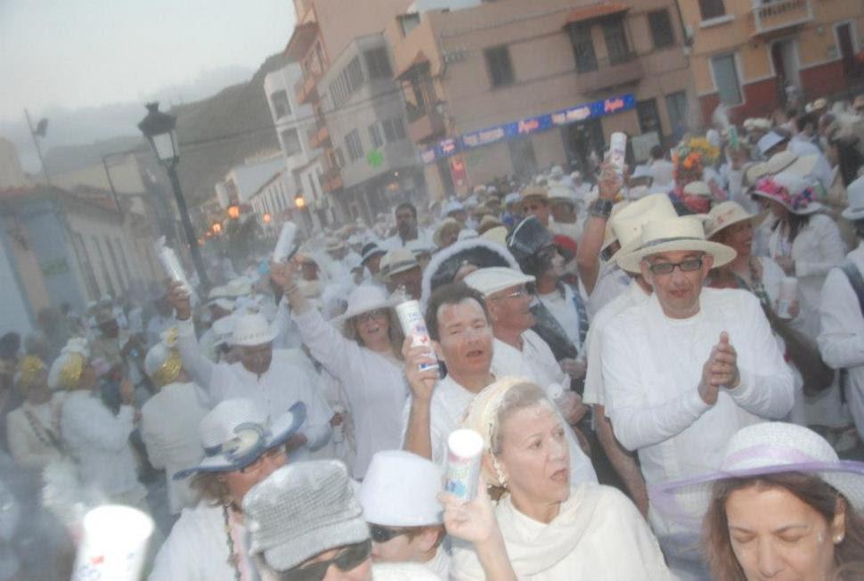 Resultado de imagen de fiesta polvacera carnaval san sebastián la gomera