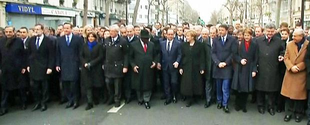 AO VIVO: líderes mundiais e milhares de pessoas marcham em Paris pela união (Reprodução/Globo News)