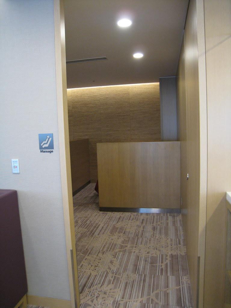 JAL Sakura Lounge Massage Room