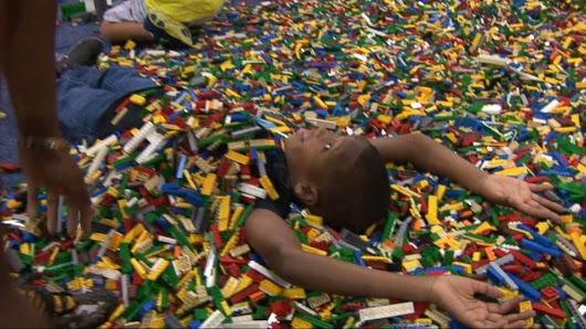 Video: Nearly 30,000 Fans Flock to LEGO Expo