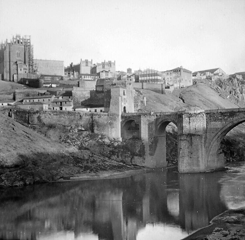 Puente de San Martín de Toledo a finales del siglo XIX. Fotografía de Alexander Lamont Henderson