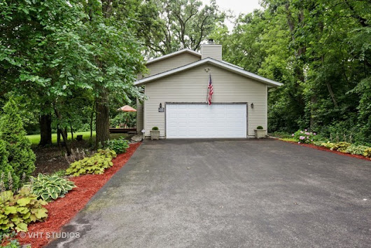 3 bed / 2 full, 1 partial baths  Home in Marengo for $289,000