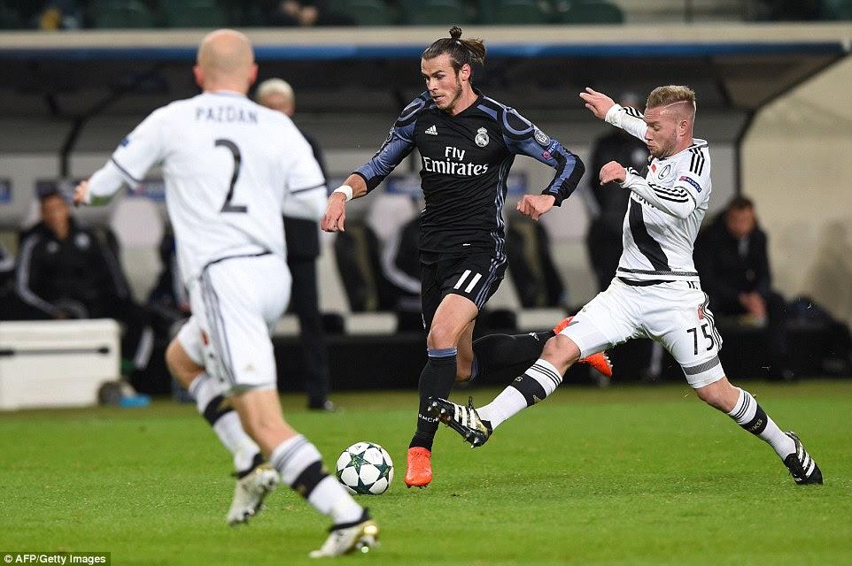 Welsh star Gareth Bale looks to skip beyond a challenge from Legia Warsaw'sFrench midfielder Thibault Moulin