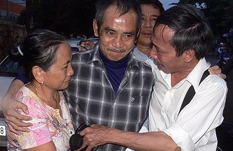 Hình ảnh Ông Huỳnh Văn Nén được tại ngoại để chữa bệnh số 1