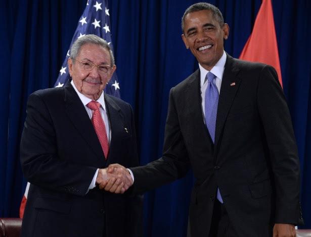 Presidentes Castro e Obama se cumprimentam na sede da ONU, em setembro de 2015