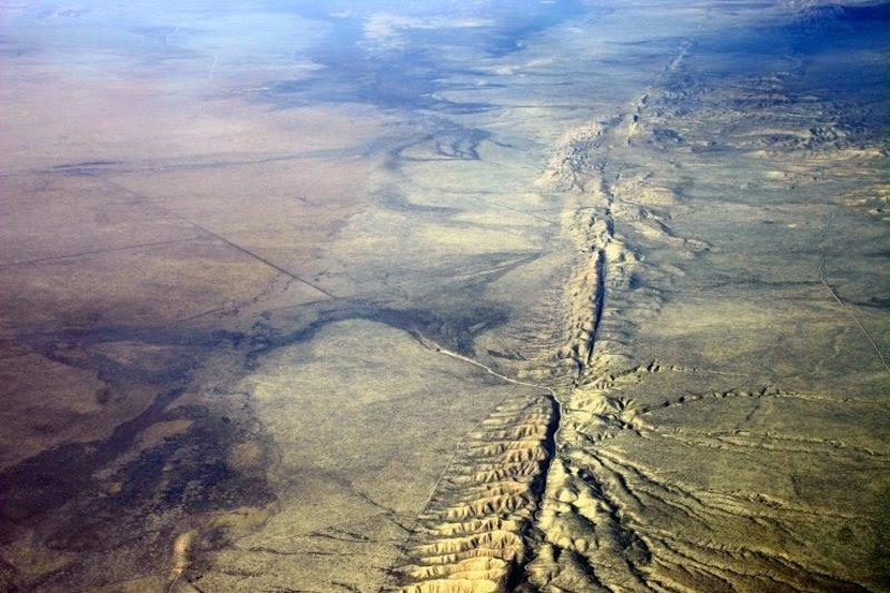 Resultado de imagen de Estados Unidos se dividieron a la mitad de un Gran Terremoto