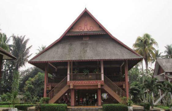 35+ Rumah Adat Indonesia Beserta Gambar dan Penjelasannya ...