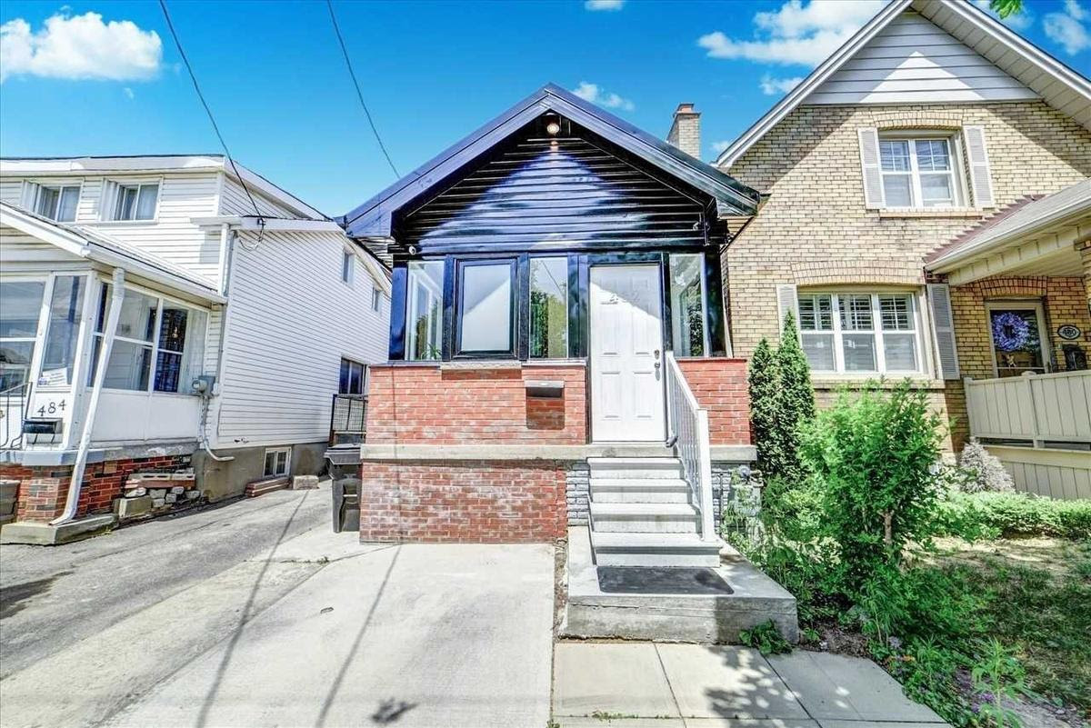 This detached home in Toronto listed for $699,900 seemed like a steal. Why did no one bite?