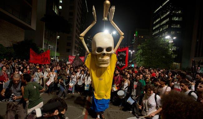 Multitudinaria protesta en Brasil por gastos del Mundial
