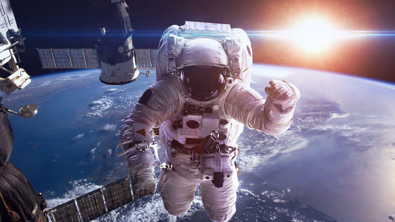 Astronaut 4K Wallpaper, Earth, Sun, Space Suit, Space ...