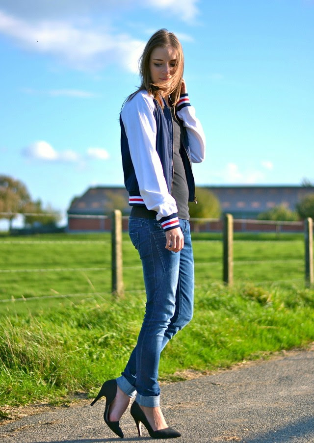 Zara trf baseball varsity jacket blue jeans nelly cut out asymmetric heels outfit post fashion blogger turn it inside out sportive but classic look belgium