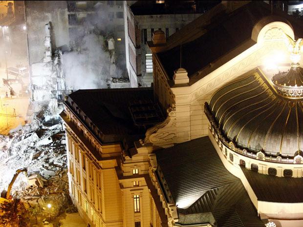 Desmonoramento no Centro (Foto:  Foto: Pablo Jacob / Agência O Globo )
