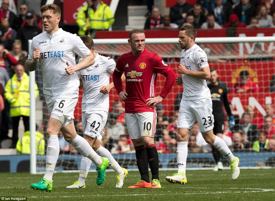 Rooney gives a knowing glare to the sideline after Sigurdsson scores from the free kick which he conceded