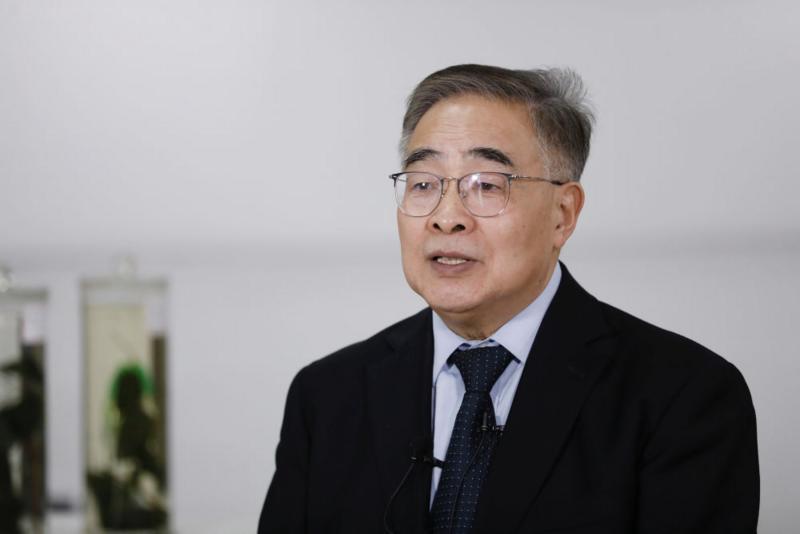 Zhang Boli diwawancarai oleh reporter Kantor Berita Xinhua