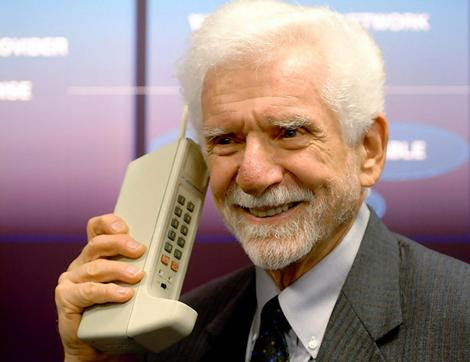 The first mobile phone | History of telecommunications