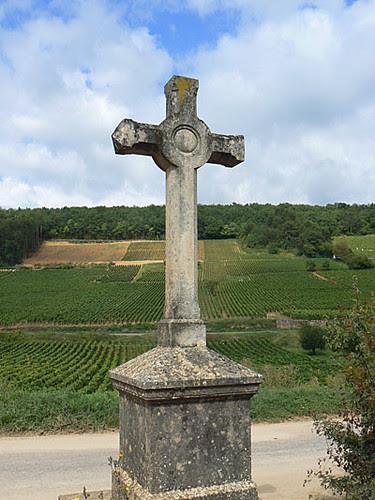 croix au milieu des vignes.jpg