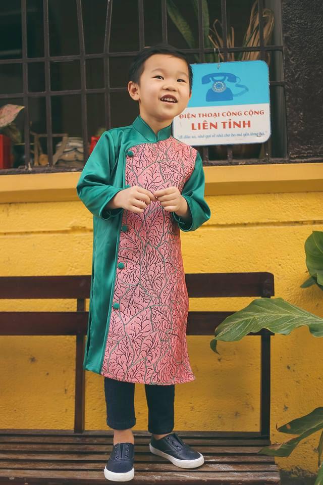 Không chỉ mỗi người lớn, nhiều hãng thiết kế Việt cũng giới thiệu tặng khá nhiều mẫu áo dài cách tân để các bé diện thật xinh xắn trong Tết này - Ảnh 8.