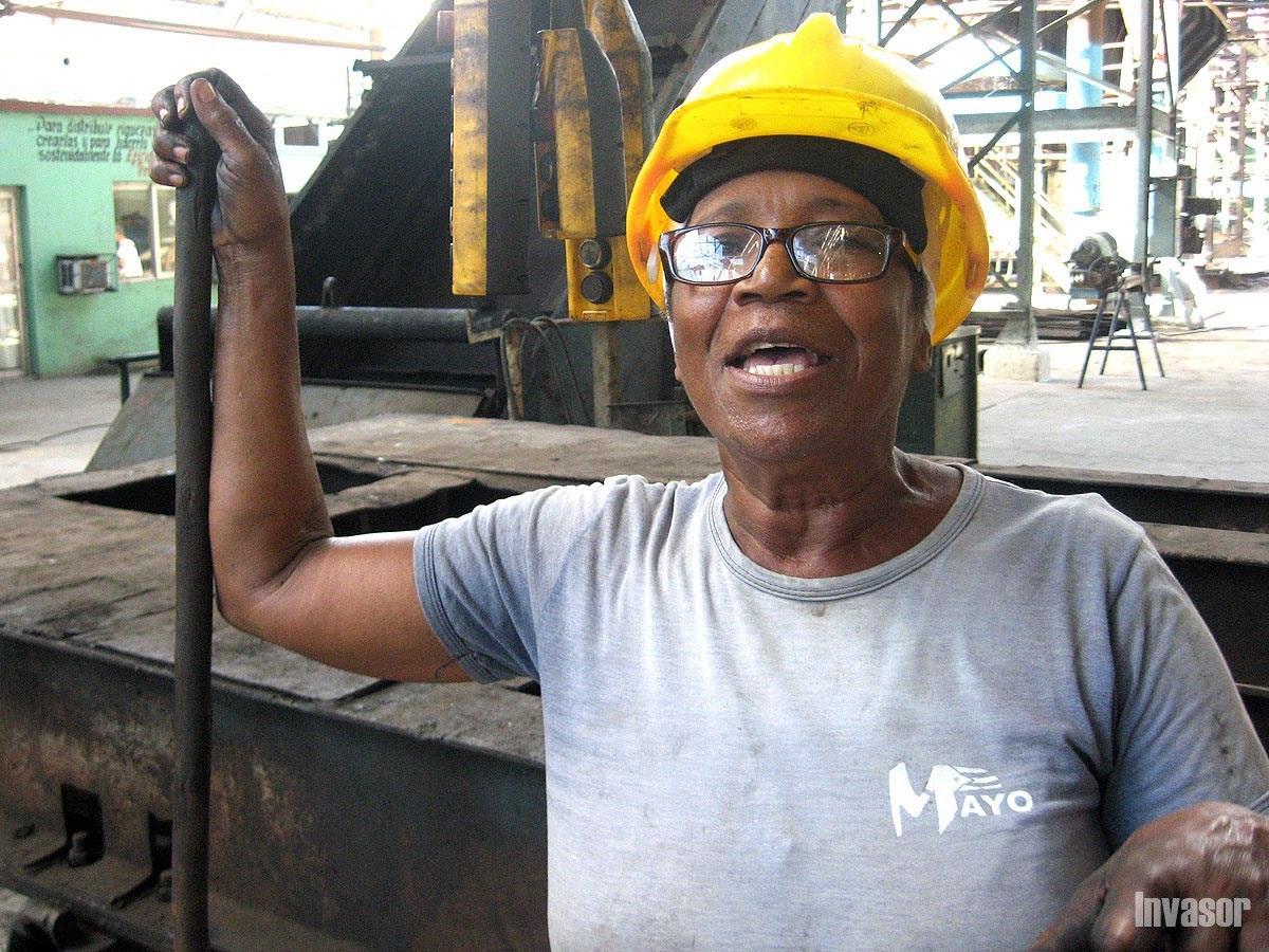 Mujer trabajadora del central
