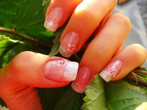 Girl Nail Designs: Hibiscus Flower Nail Design