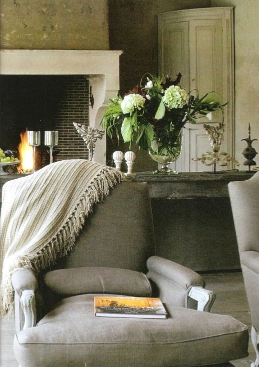 Quiet places to read with white Hydrangeas in pots