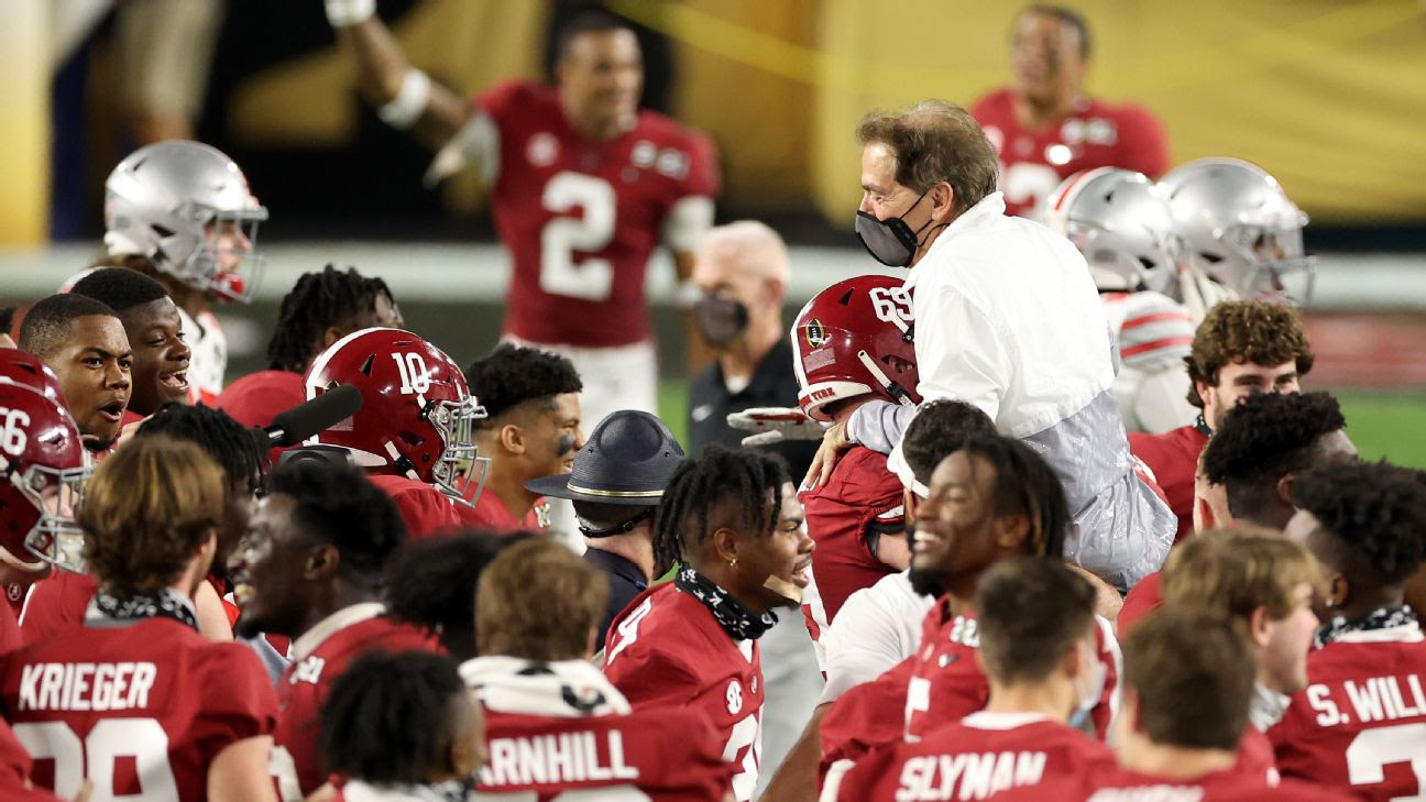 Nick Saban wins Bear Bryant coach of the year award, his first at Alabama