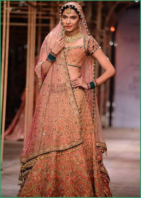 Best Traditional Indian Wedding Dresses For Bride   Women
