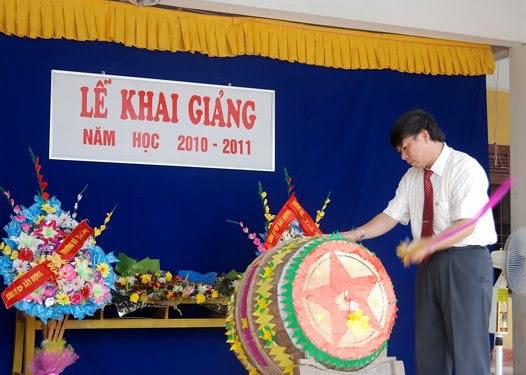 Thầy hội đánh hồi trống khai giảng năm học 2010-2011