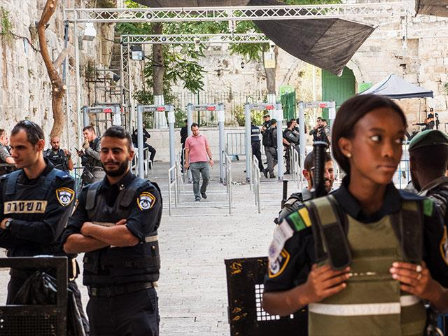 Metal Detectors on the Temple Mount, Photo, CBN News, Jonathan Goff